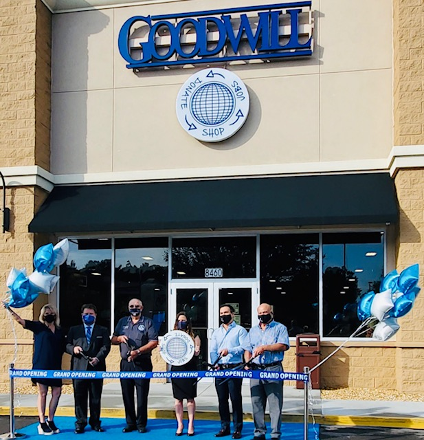 CITY COUNCILMAN RANDY WHITE WELCOMES GOODWILL'S NEWEST STORE IN OAKLEAF
